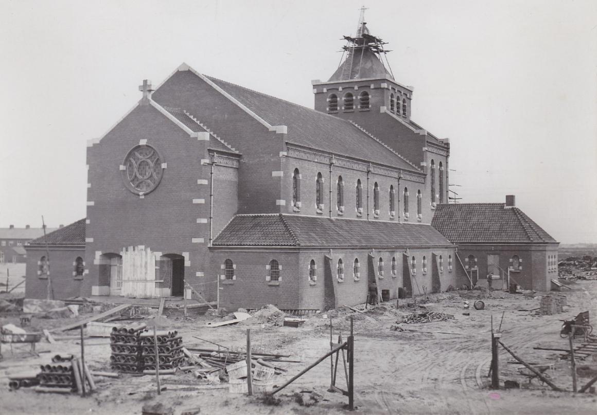 Kerk bijna gereed 1950