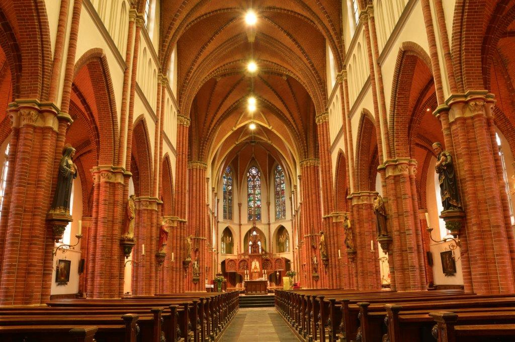 Interieur Odulphuskerk